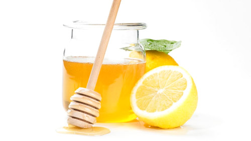 Lemon Juice and Honey Helps Soothe Sore Throats